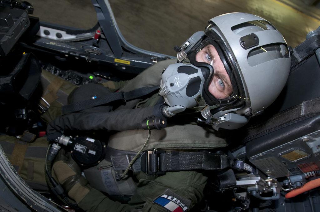Essai de tenue NRBC pour les pilotes de l'EC 02-004