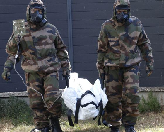 Un sac peut en cacher un autre : le sac d'extraction de victimes contaminées, la bulle de transport de patients contaminés NRBC, le sac mortuaire.