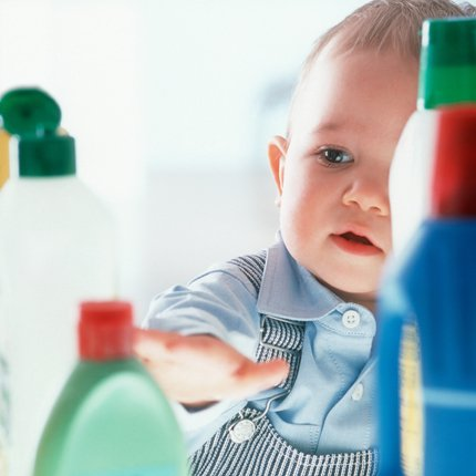 Poisoning of children with chemicals and medicines: a serious and recurrent problem