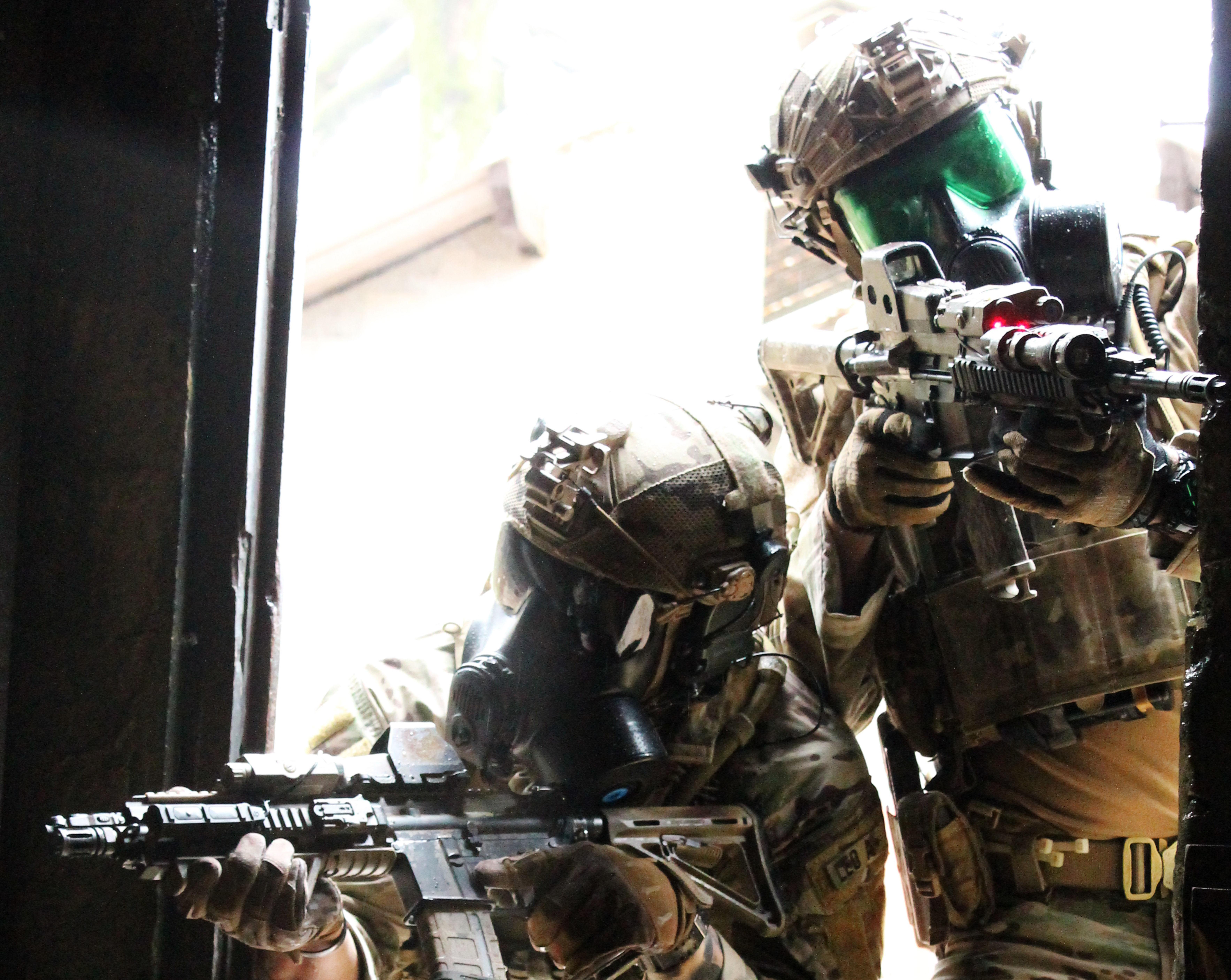 La DGA lance le développement d'une nouvelle génération d'équipements de protection individuelle des combattants contre les risques NRBC