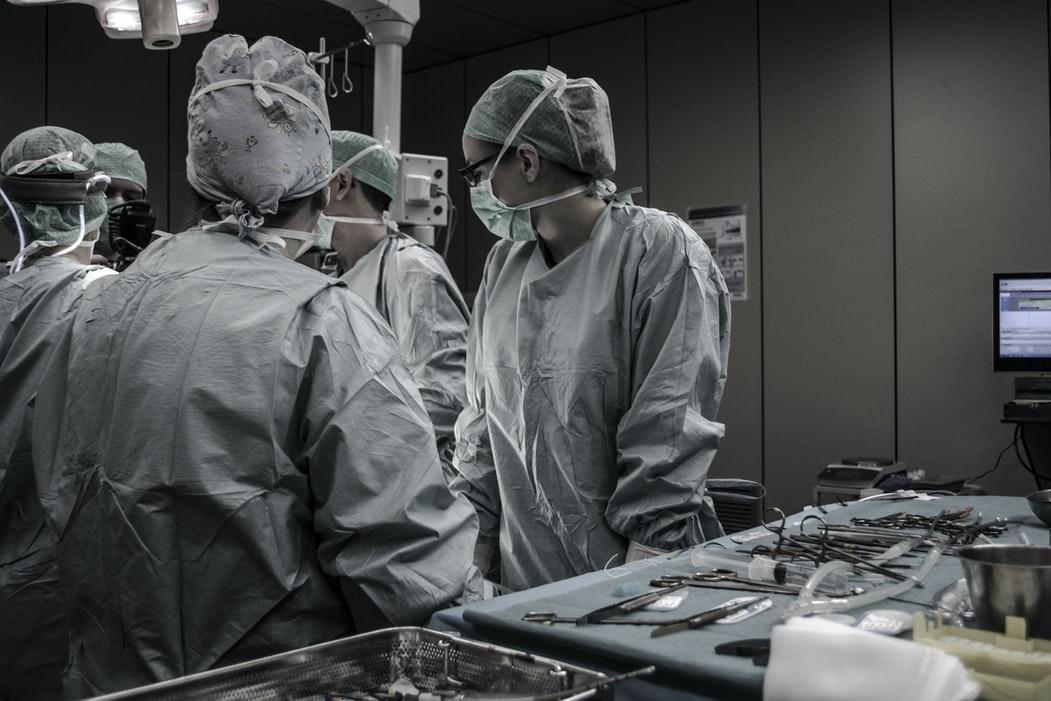 Quelles sont les contaminations chimiques secondaires du personnel hospitalier ?